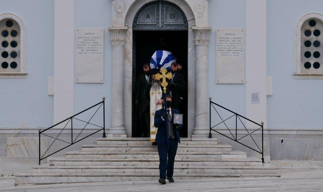 Ο Μανώλης Γλέζος πέρασε στην αιωνιότητα - Σε λιτή τελετή & οικογενειακό περιβάλλον τον υποδέχτηκε η αττική γη (φωτό) - Κυρίως Φωτογραφία - Gallery - Video