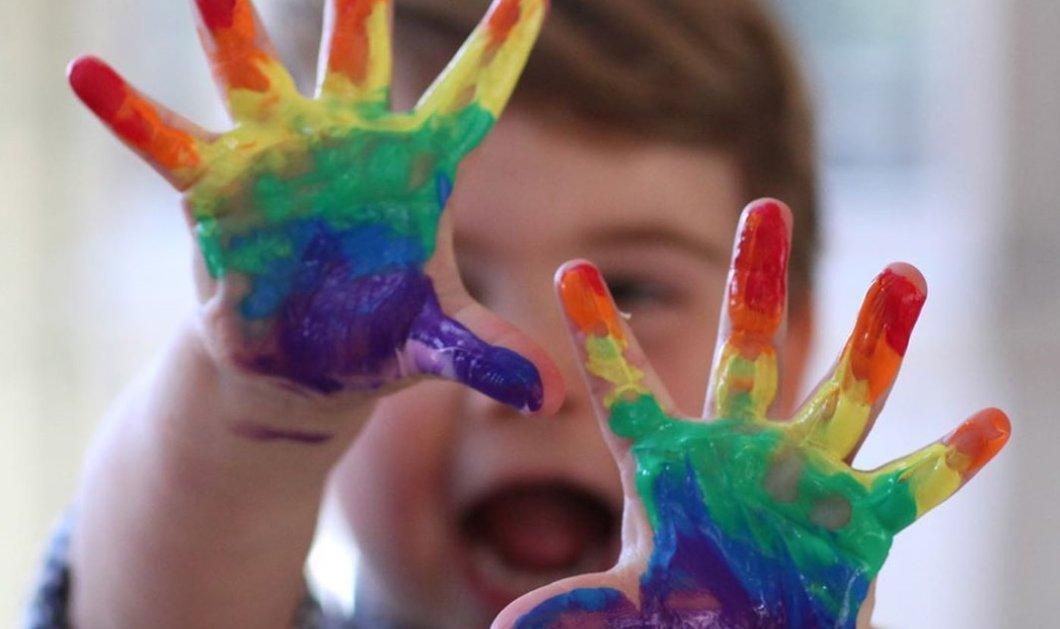 Καρδιοκατακτητής ο πρίγκιπας Louis! Παίζει με χρώματα & χαμογελά ακαταμάχητα σαν την γιαγιά του Diana - Ιδού ο μικρός γιος Kate & William (φωτό) - Κυρίως Φωτογραφία - Gallery - Video