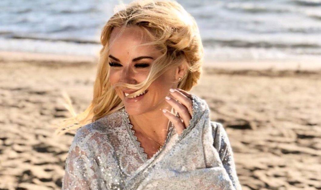 "H Μαρία Μπεκατώρου χαμογελάει στην παραλία: Όταν όλα γίνουν ""κανονικά"" θα έρθουν τα γέλια, η ανεμελιά, τα χρώματα (φωτό) - Κυρίως Φωτογραφία - Gallery - Video"