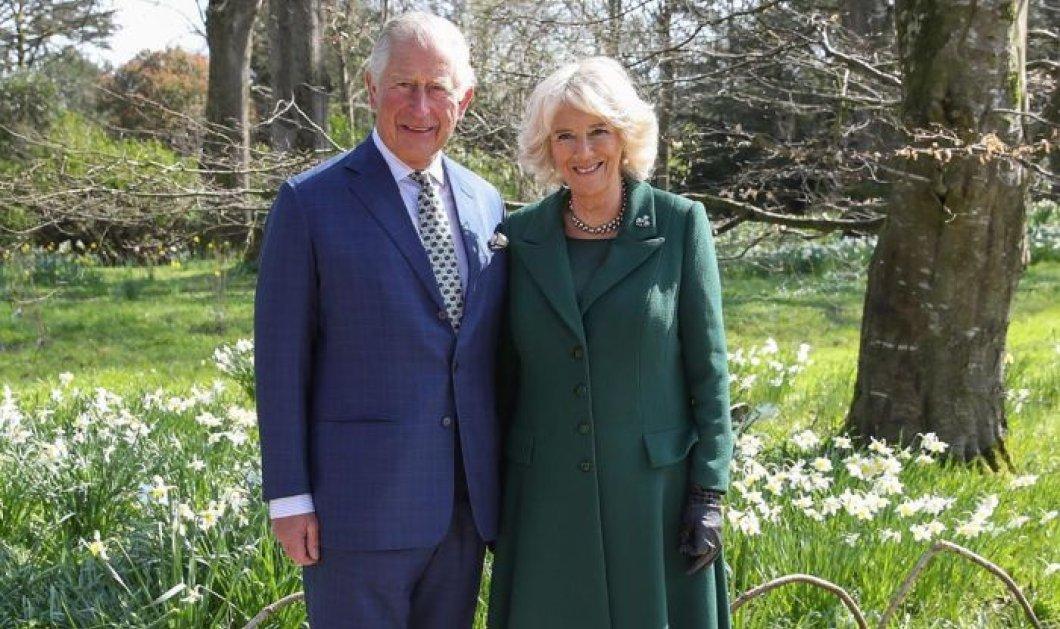 Ο πρίγκιπας Κάρολος & η Καμίλα του γιορτάζουν 15 χρόνια γάμου - Το στυλ Ralph Lauren country για την επίσημη φωτό  - Κυρίως Φωτογραφία - Gallery - Video