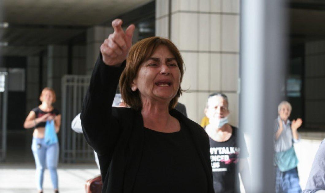 Το τέλος της δίκης για το βιασμό & την φρικιαστική δολοφονία της Ελένης: Η μάνα κουράγιο & ο πατέρας μιλούν on camera μετά την ανακοίνωση της ποινής (Φωτό & Βίντεο)   - Κυρίως Φωτογραφία - Gallery - Video