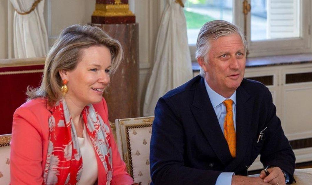 Jogging με το κινητό στο χέρι για τον βασιλιά Φίλιππο του Βελγίου - Στα σουπερμάρκετ η βασίλισσα, επίσκεψη με άψογο ντύσιμο (φωτό) - Κυρίως Φωτογραφία - Gallery - Video