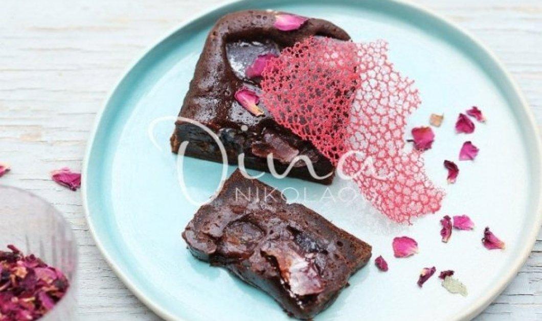 Απίθανο γλυκό από την Ντίνα Νικολάου - Σοκολατόπιτα με ελαιόλαδο & λουκούμι τριαντάφυλλο - Κυρίως Φωτογραφία - Gallery - Video
