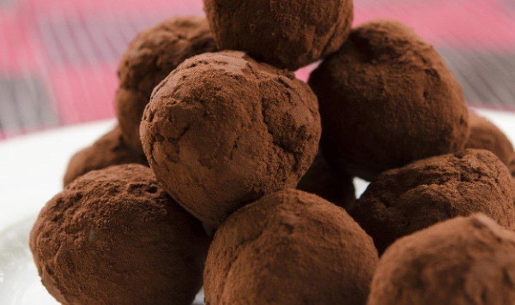 Εύκολες τρούφες με κέικ από τον Στέλιο Παρλιάρο  - Κυρίως Φωτογραφία - Gallery - Video