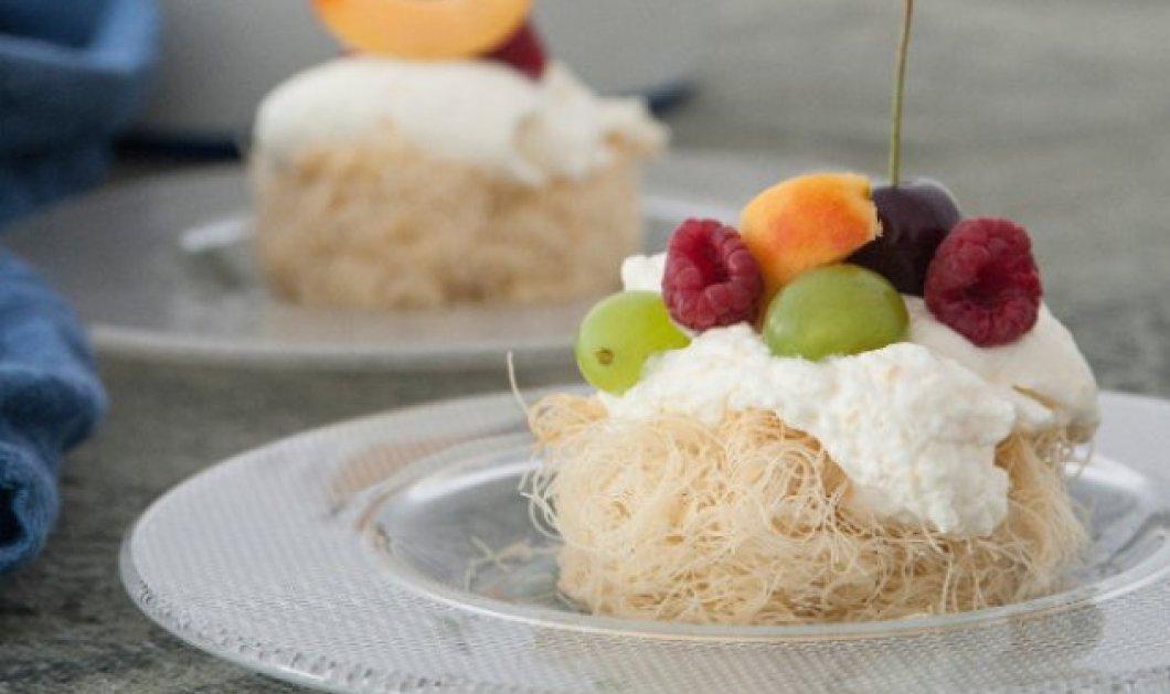 Ο Στέλιος Παρλιάρος δημιουργεί εντυπωσιακή φωλιά από κανταΐφι & διάφορα φρούτα - Κυρίως Φωτογραφία - Gallery - Video