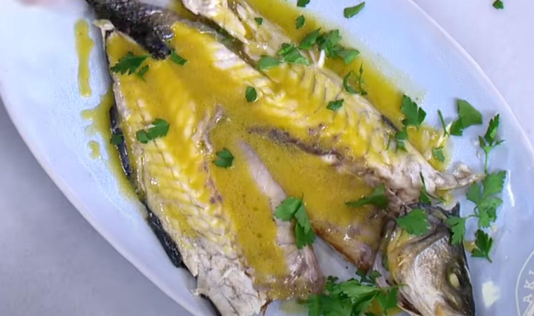 Ο Άκης Πετρετζίκης μας φτιάχνει λαχταριστό λαβράκι στο φούρνο - Λιώνει στο στόμα (βίντεο) - Κυρίως Φωτογραφία - Gallery - Video