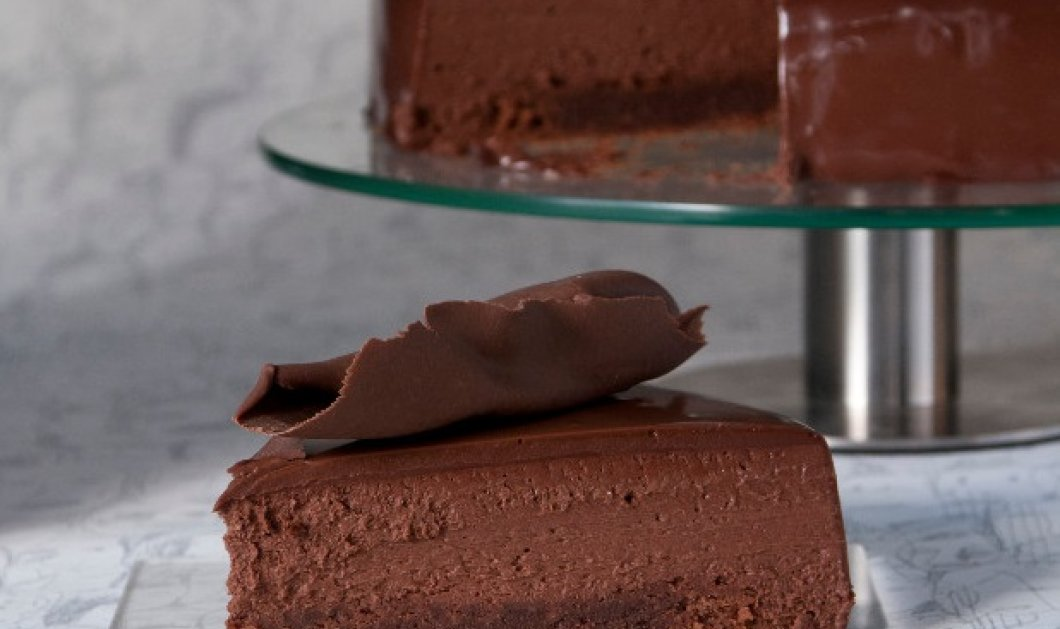 Ο μετρ της ζαχαροπλαστικής Στέλιος Παρλιάρος ανανεώνει την πιο κλασική τούρτα όλων των εποχών, τη σοκολατίνα - Μοναδικό αποτέλεσμα - Κυρίως Φωτογραφία - Gallery - Video