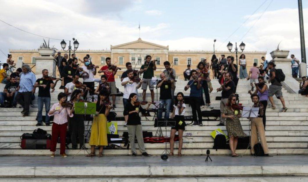Πανελλήνιος Μουσικός Σύλλογος: Οι μουσικοί διαδηλώνουν  - Η Αθήνα γέμισε με διαφορετικά είδη μουσικής (φωτό) - Κυρίως Φωτογραφία - Gallery - Video