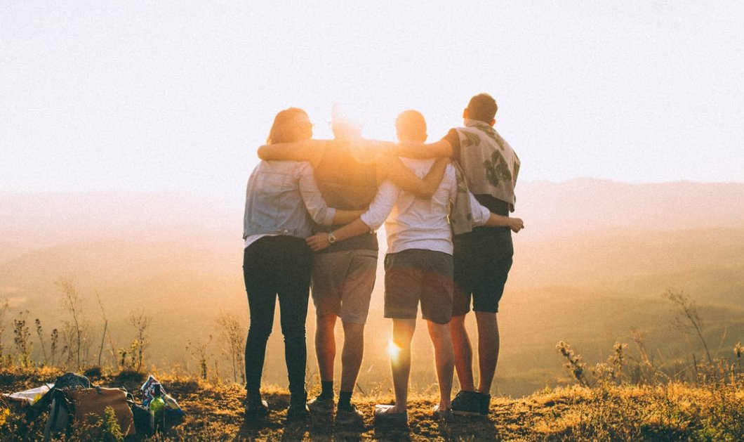 Οι άνθρωποι που έχουν καλούς φίλους ζουν περισσότερο, γελούν περισσότερο και στενοχωριούνται λιγότερο - Κυρίως Φωτογραφία - Gallery - Video