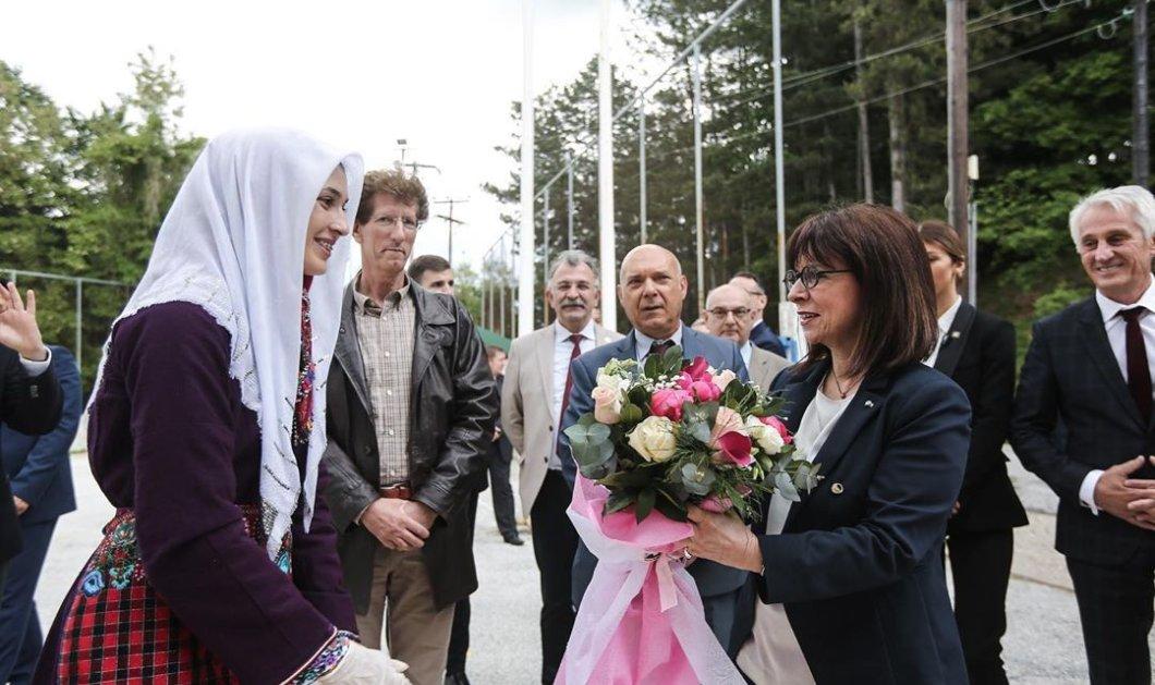 Δραστήρια η Κατερίνα Σακελλαροπούλου: Η πρόεδρος μας καρέ καρέ από την Θράκη (φωτό) - Κυρίως Φωτογραφία - Gallery - Video
