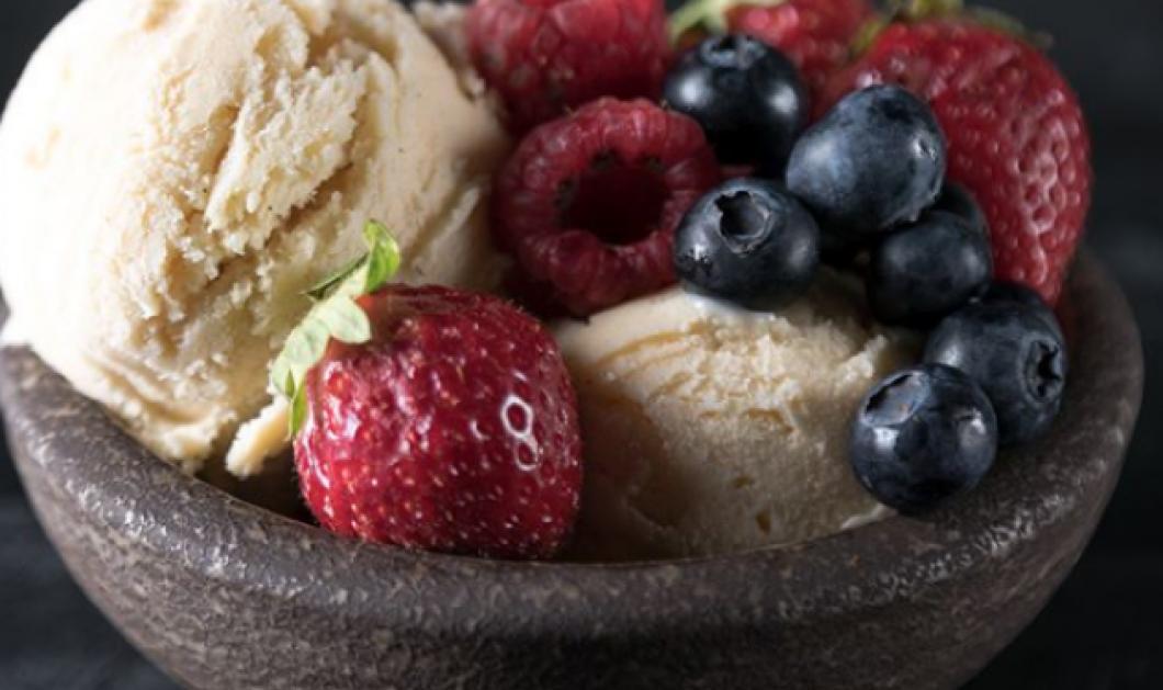 Ο Άκης Πετρετζίκης μας φτιάχνει το πιο δροσερό παγωτό βανίλιας - Απίστευτη γεύση (βίντεο) - Κυρίως Φωτογραφία - Gallery - Video