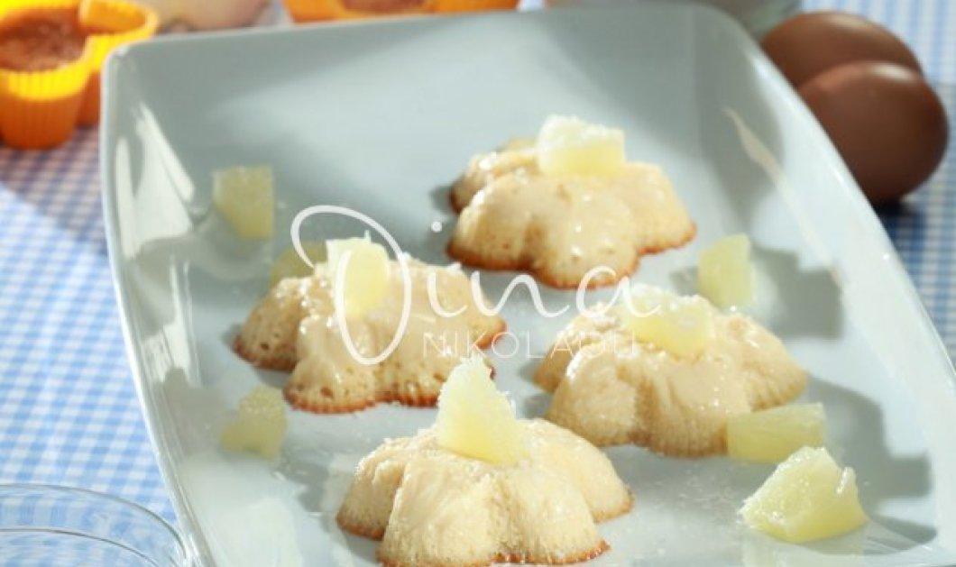 H Ντίνα Νικολάου μας ετοιμάζει υπέροχο γλυκάκι καρύδας μέσα σε λίγα λεπτά - Θα το λατρέψετε - Κυρίως Φωτογραφία - Gallery - Video