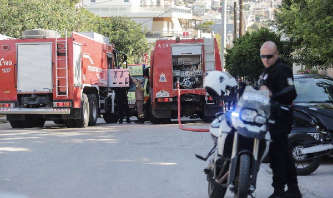 Τρία άτομα έπεσαν σε φρεάτιο οικοδομής στο κέντρο της Αθήνας - Ανασύρθηκαν ζωντανοί - Κυρίως Φωτογραφία - Gallery - Video
