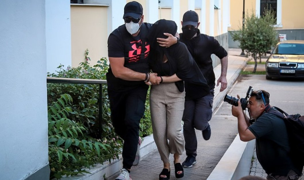 «Δεν πήγα στη δουλειά γιατί ήθελα να φτιάξω τα νύχια μου» - Νέο βίντεο ντοκουμέντο με την δράστιδα να φεύγει τρέχοντας από το σημείο της επίθεσης - Κυρίως Φωτογραφία - Gallery - Video