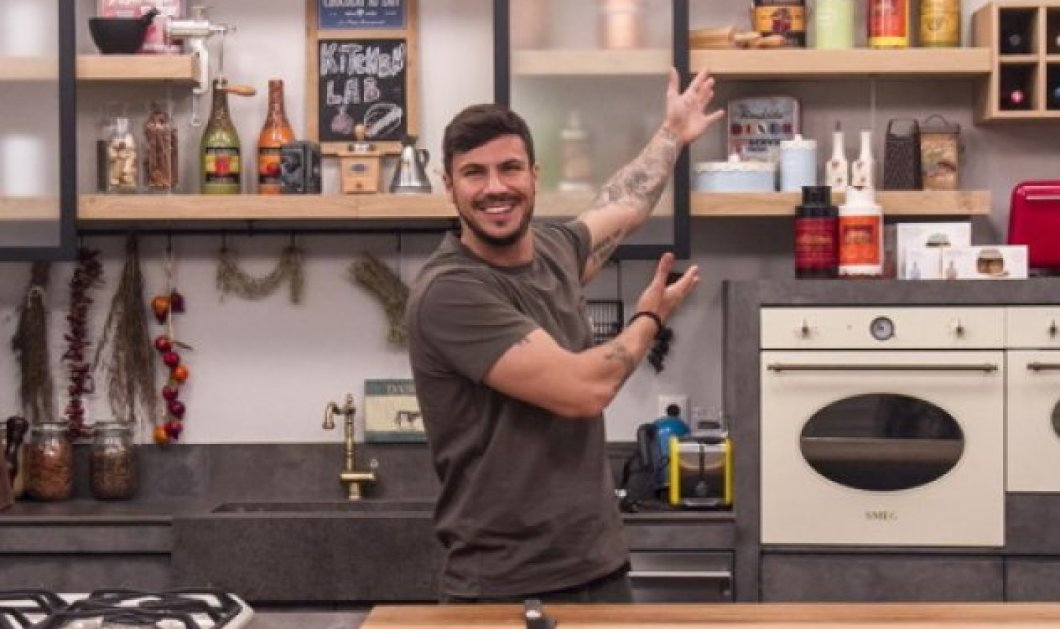 O Άκης Πετρετζίκης μας ετοιμάζει πεντανόστιμα pancakes ολικής με φρούτα (Βίντεο)  - Κυρίως Φωτογραφία - Gallery - Video