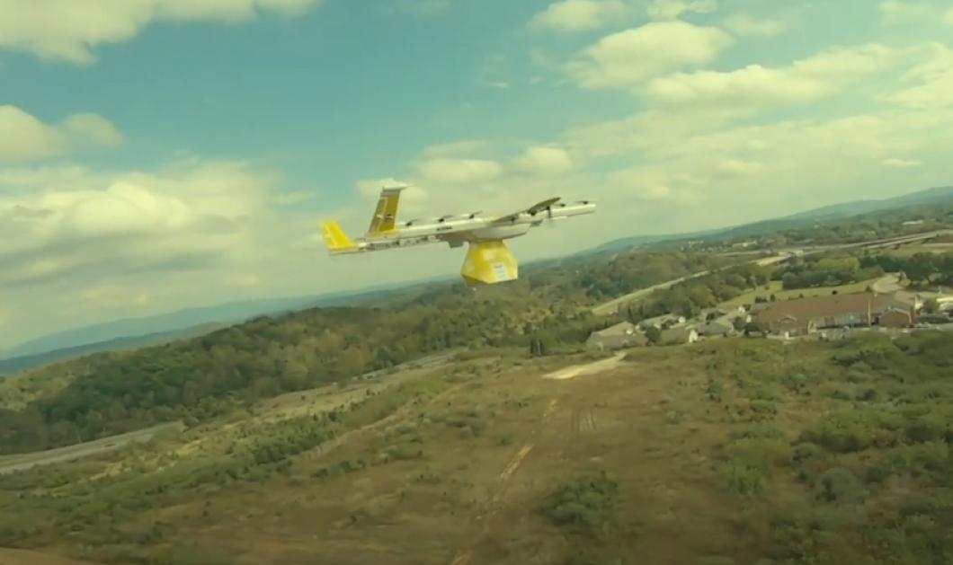 Ρίχνουν βιβλία από ψηλά με drones στους μαθητές στην καραντίνα – Η ευφάνταστη βιβλιοθηκάριος (βίντεο) - Κυρίως Φωτογραφία - Gallery - Video