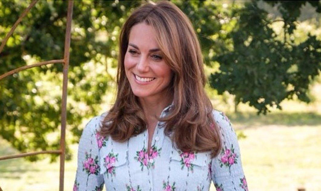 Νέο look για την Kate Middleton: Ίσια μαλλιά, ακαταμάχητο χαμόγελο & κυπαρισσί φουστάνι (φωτό - βίντεο) - Κυρίως Φωτογραφία - Gallery - Video