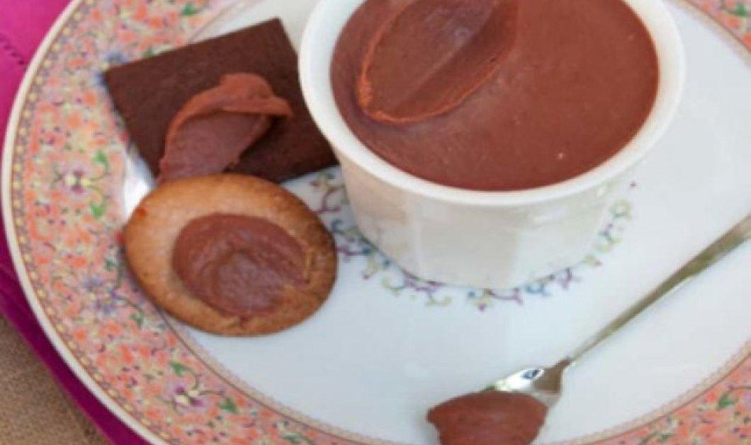 Ο Στέλιος Παρλιάρος μας φτιάχνει απίθανη κρέμα φράουλας & σοκολάτας - Θα την λατρέψετε  - Κυρίως Φωτογραφία - Gallery - Video