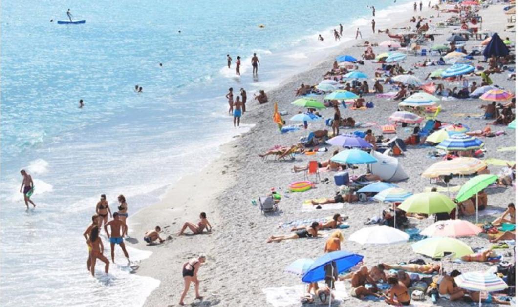Αυτές οι φωτό τα λένε όλα: Μιλιούνια Βρετανών στις παραλίες  - Ποιος  κορωνοϊός & ποια 300.000 κρούσματα - Κυρίως Φωτογραφία - Gallery - Video