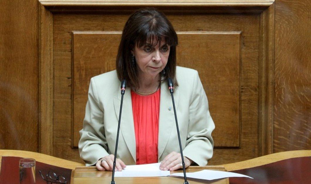 Ιστορική η πρώτη ομιλία της ΠτΔ Κατερίνας Σακελλαροπούλου στη Βουλή: Η δέσμευσή μας κατά της απάνθρωπης εκμετάλλευσης & της εμπορίας των ανθρώπων - Κυρίως Φωτογραφία - Gallery - Video