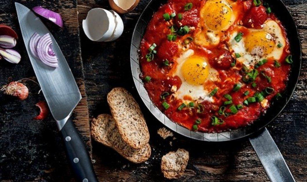 Η Αργυρώ Μπαρμπαρίγου δημιουργεί: Αυγά με ντομάτα για λαχταριστές βουτιές με ψωμάκι - Εύκολο & γρήγορο - Κυρίως Φωτογραφία - Gallery - Video