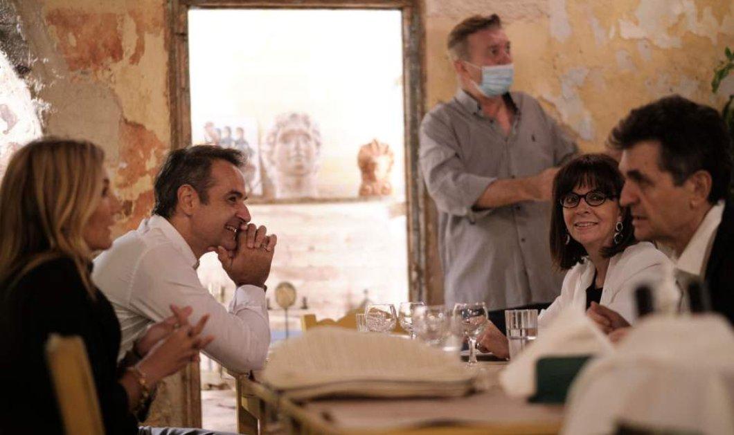 Δείπνο σε ταβέρνα στο Μεταξουργείο για Κυριάκο & Μαρέβα Μητσοτάκη με την Κατερίνα Σακελλαροπούλου & τον σύντροφό της (φωτό) - Κυρίως Φωτογραφία - Gallery - Video