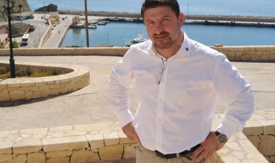 Νίκος Χαρδαλιάς & Γιώτα Χαρδαλιά στην πρεμιέρα του Τάκη Ζαχαράτου: Η υπέροχη μάξι θαλασσί τουαλέτα της συζύγου του & το προσεγμένο μακιγιάζ - Κυρίως Φωτογραφία - Gallery - Video