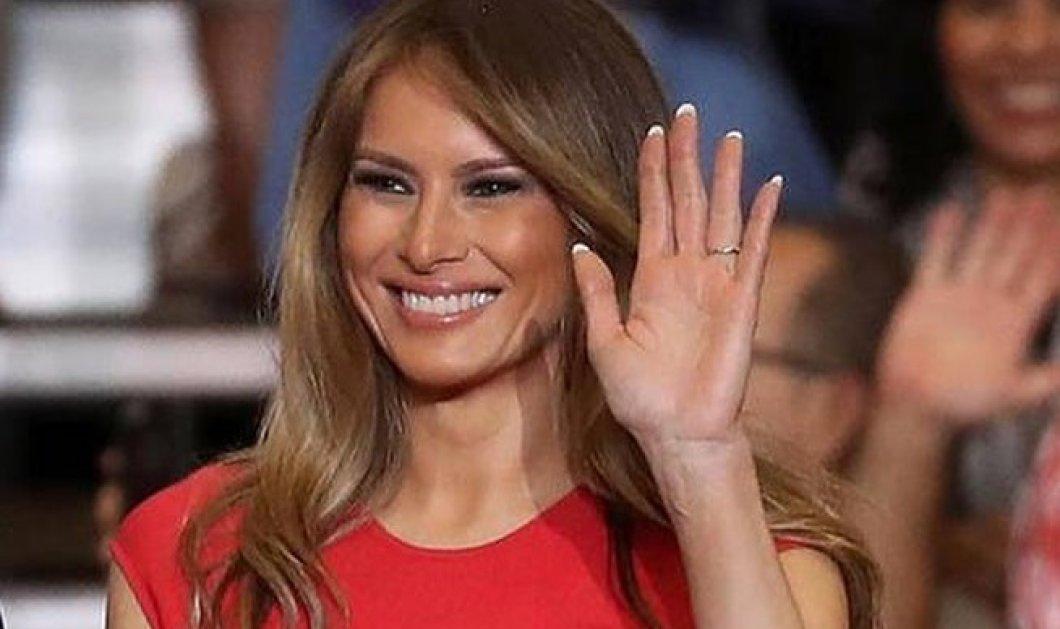 Η Melania Trump για πρώτη φορά με χαμηλό τακούνι: Η έκτακτη σεμνή εμφάνιση με μάσκα & το δροσερό φουστανάκι (φωτό) - Κυρίως Φωτογραφία - Gallery - Video