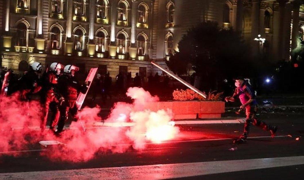 Ολονύχτιες μάχες στη Σερβία λόγω lockdown – Διαδηλώσεις & έφοδοι στη Βουλή (Φωτό & Βίντεο)  - Κυρίως Φωτογραφία - Gallery - Video