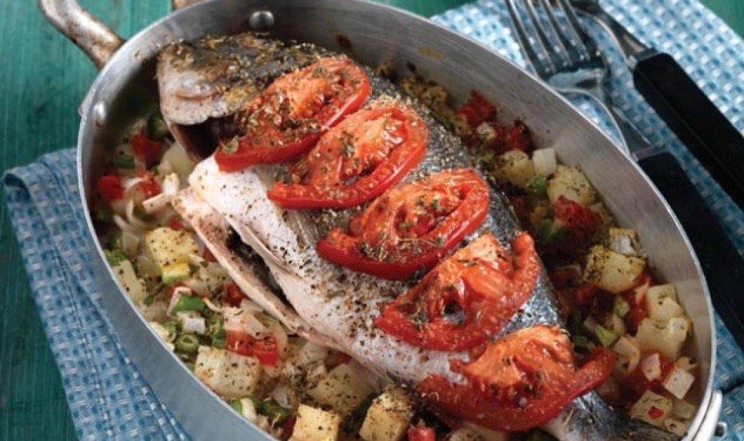Η Αργυρώ Μπαρμπαρίγου μας φτιάχνει λαχταριστό ψάρι στο φούρνο με λαχανικά - Ένα ξεχωριστό πιάτο - Κυρίως Φωτογραφία - Gallery - Video