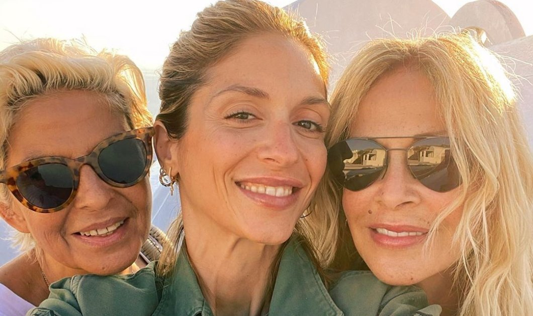 «Family gone wild»: Η Σοφία Καρβέλα σε καλοκαιρινή selfie με την Άννα Βίσση και τη θεία της - Η απίστευτη ομοιότητα (Φωτό)  - Κυρίως Φωτογραφία - Gallery - Video