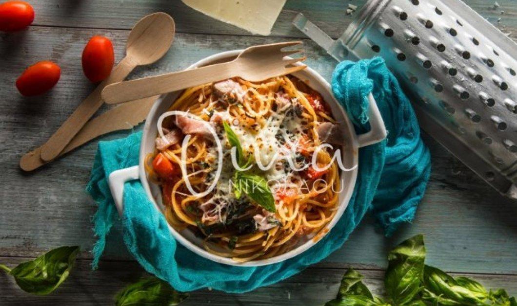 Ντίνα Νικολάου: Μας ετοιμάζει λαχταριστά σπαγγέτι φούρνου με λακέρδα και βασιλικό - Κυρίως Φωτογραφία - Gallery - Video