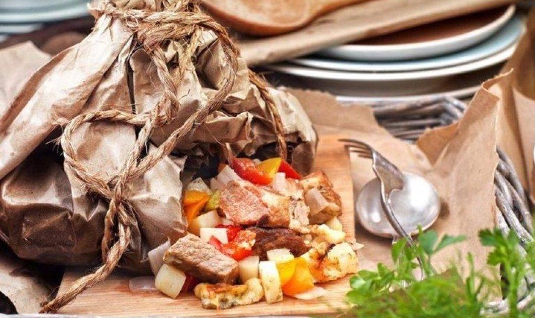 Υπέροχη συνταγή από την Αργυρώ Μπαρμπαρίγου: Χοιρινό γκιούλμπασι στη λαδόκολλα - Κυρίως Φωτογραφία - Gallery - Video