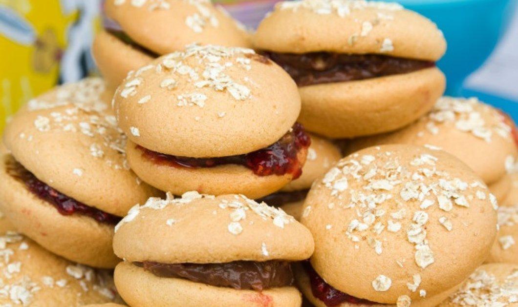 Ο Στέλιος Παρλιάρος ετοιμάζει γλυκά χάμπουργκερ & συναρπάζει μικρούς & μεγάλους - Κυρίως Φωτογραφία - Gallery - Video