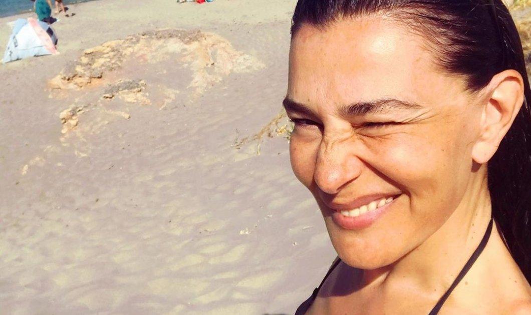 Η Μαρία Ναυπλιώτου κόντρα στον ήλιο & στο καθωσπρέπει: Ανέμελες διακοπές στη λατρεμένη Κρήτη, θάλασσα & κλασικό black μαγιό (φωτό) - Κυρίως Φωτογραφία - Gallery - Video