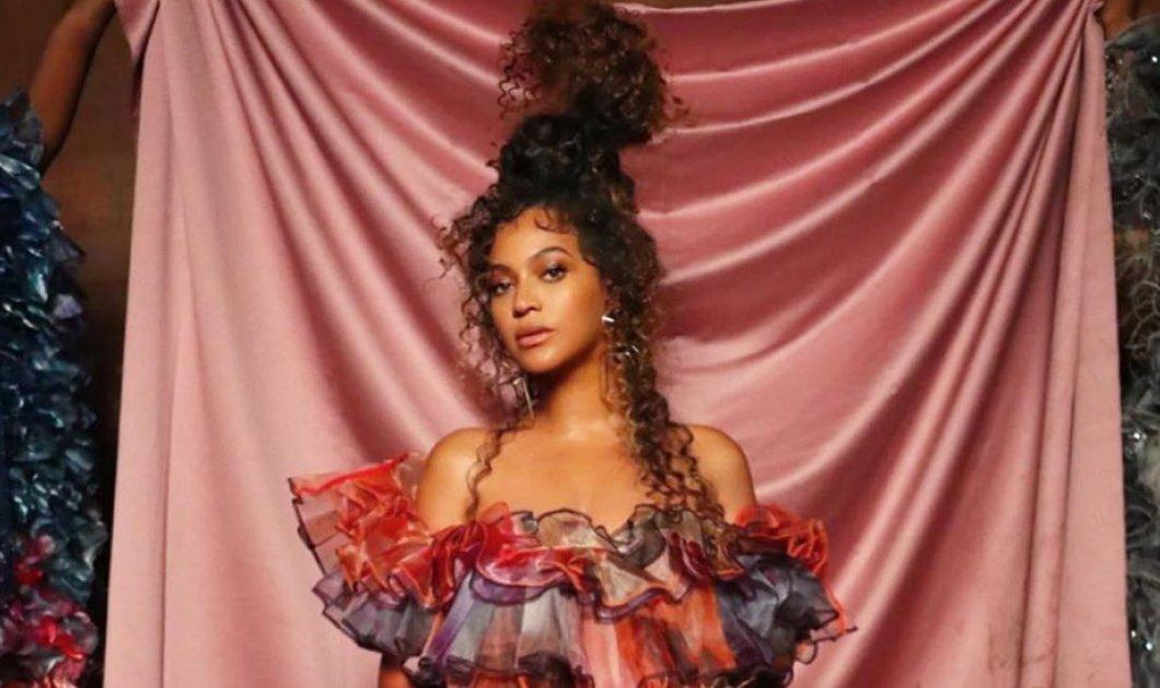 Η συναρπαστική τουαλέτα που δημιούργησε η Μαίρη Κατράντζου για την σουπερ σταρ Beyonce – Οι φραμπαλάδες & η παλέτα του φούξια (Φωτό & Βίντεο)  - Κυρίως Φωτογραφία - Gallery - Video