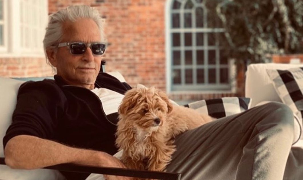 Την ημέρα του σκύλου γιορτάζουν διάσημοι ηθοποιοί - Αγκαλιές με τους τετράποδους φίλους τους: Μάικλ Ντάγκλας, Ολίβια Παλέρμο, Μπάρμπρα Στρέιζαντ & Νικόλ Κίντμαν (Φωτό)  - Κυρίως Φωτογραφία - Gallery - Video
