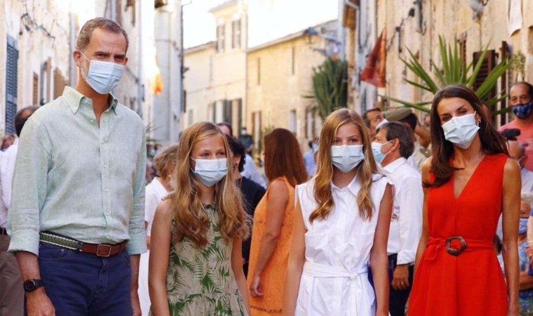 Με πατερίτσες η διάδοχος της Ισπανίας – Σε διακοπές με τις κόρες τους ο βασιλιάς Φελίπε & η βασίλισσα Λετίσια (Φωτό & Βίντεο)  - Κυρίως Φωτογραφία - Gallery - Video