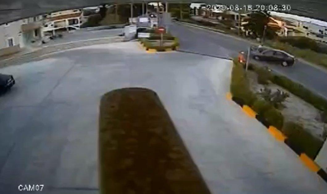 Καρέ καρέ: Συγκλονιστικό βίντεο από τροχαίο με μηχανή στην Κρήτη - Ο οδηγός σώθηκε από θαύμα, φορούσε σωστά το κράνος του - Κυρίως Φωτογραφία - Gallery - Video