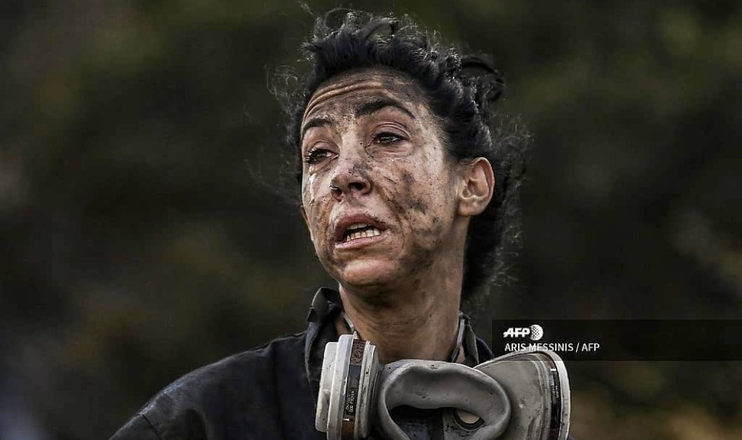 Κατερίνα Ιωαννίδου: Η πυροσβέστρια της καρδιάς μας - Top woman η γυναίκα που χθες πάλεψε με τη φωτιά & έβαλε φούμο αντί για make up (φωτό) - Κυρίως Φωτογραφία - Gallery - Video