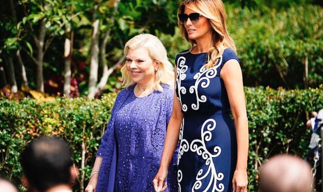 Η Μελάνια με σικάτο Prada Bleu Blanc υποδέχτηκε την Σάρα Νετανιάχου, που ντύθηκε σαν να πάει σε βάπτιση – Η απόλυτη στυλιστική δυσαρμονία των 2 ζευγαριών - Κυρίως Φωτογραφία - Gallery - Video