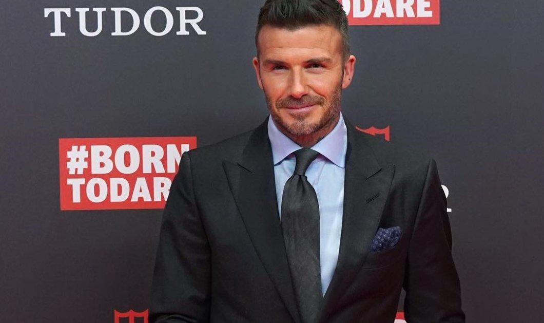 Ώριμος 45αρης ο David Beckham - Με γυαλιά μυωπίας & γκρίζο μούσι, αγνώριστος ο γοητευτικός σταρ του ποδοσφαίρου (φωτό) - Κυρίως Φωτογραφία - Gallery - Video