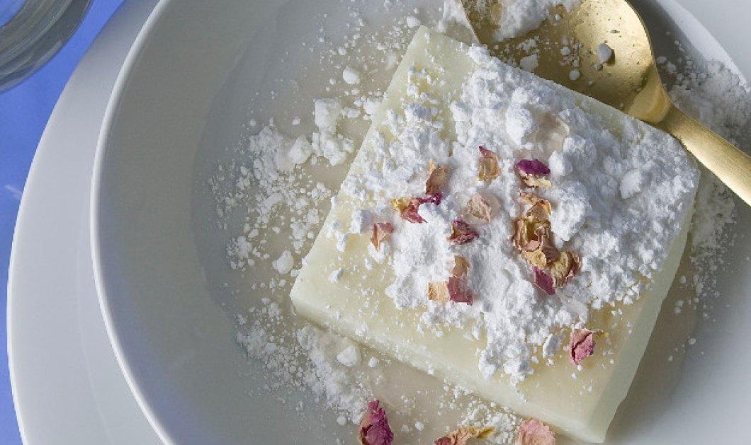 Ο Στέλιος Παρλιάρος δημιουργεί ένα υπέροχο γλυκό - Μουχαλεμπί με ροδόνερο  - Κυρίως Φωτογραφία - Gallery - Video