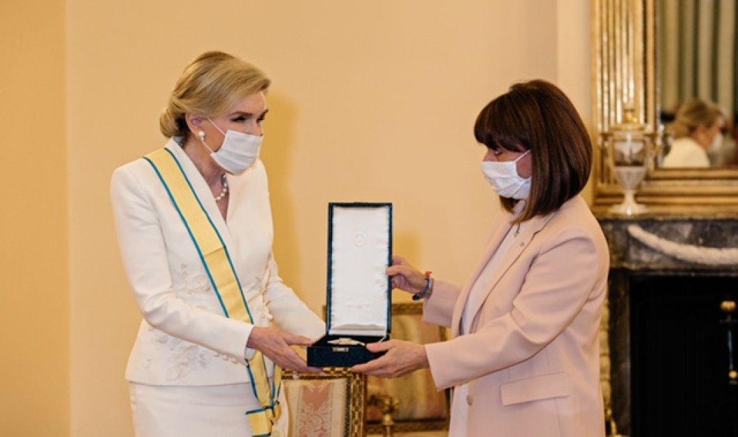 Η ΠτΔ Κατερίνα Σακελλαροπούλου βράβευσε την Μαριάννα Βαρδινογιάννη με το Παράσημο του Μεγαλόσταυρου του Τάγματος της Ευποιίας - Κυρίως Φωτογραφία - Gallery - Video