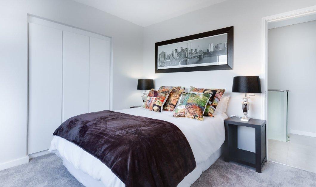 Ο Σπύρος Σούλης μας δείχνει πως να κάνουμε το υπνοδωμάτιο μας να φαίνεται πανάκριβο - Κυρίως Φωτογραφία - Gallery - Video