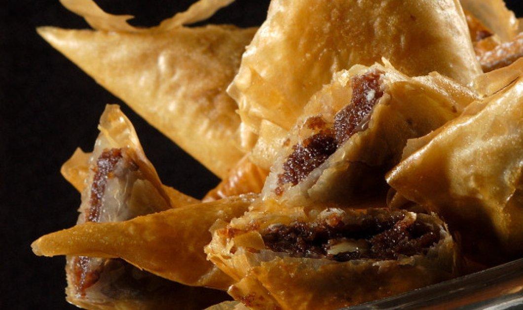 Ο Στέλιος Παρλιάρος μας φτιάχνει το πιο λαχταριστό γλυκό - Πιτάκια με φύλλο κρούστας & σοκολάτα - Κυρίως Φωτογραφία - Gallery - Video