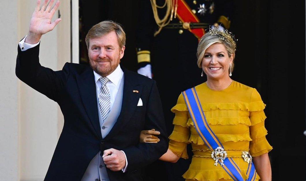 Η βασίλισσα Μάξιμα φόρεσε την ίδια μάξι τουαλέτα: Γνωστού Ολλανδού σχεδιαστή - Κροκί με βολανάκια, εκκεντρική & stylish (φωτό) - Κυρίως Φωτογραφία - Gallery - Video