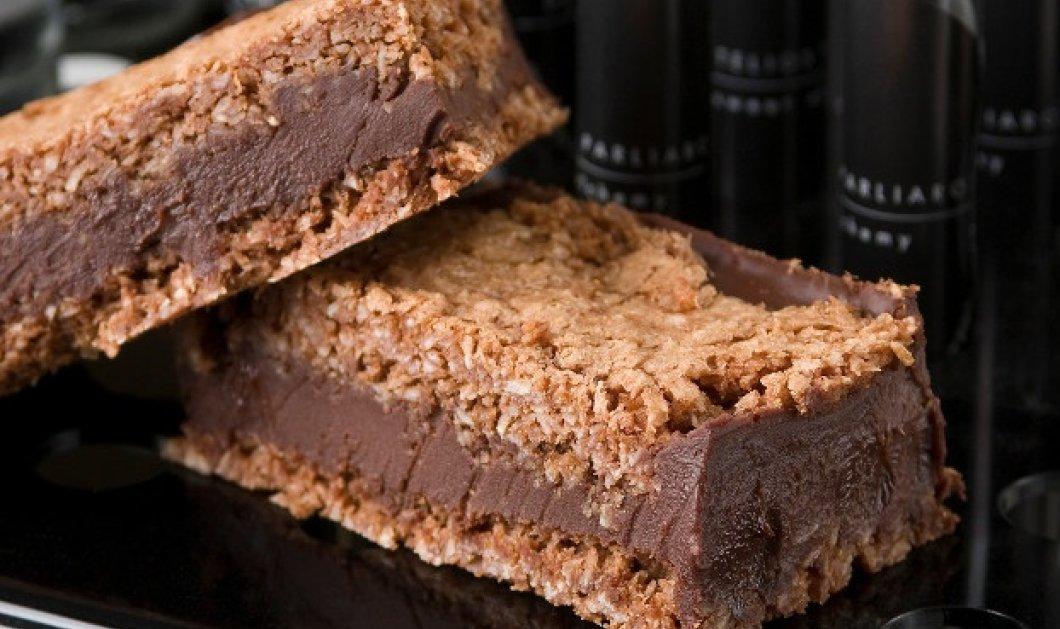 Λαχταριστό σάντουιτς σοκολάτας με μπισκότο καρύδας από τον Στέλιο Παρλιάρο - Κυρίως Φωτογραφία - Gallery - Video