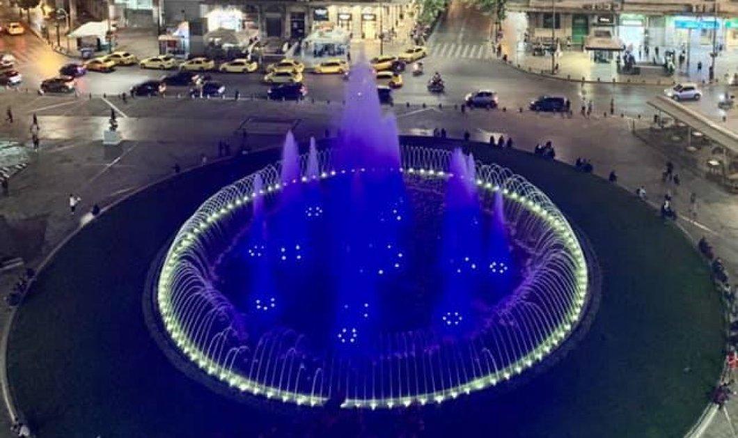 Γιορτάζει & το σιντριβάνι της Ομόνοιας: Ποτίστηκε στα χρώματα της γαλανόλευκης για την 28η Οκτωβρίου (Φωτό)   - Κυρίως Φωτογραφία - Gallery - Video