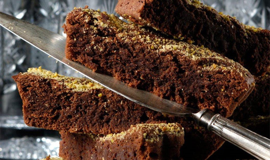 Ο Στέλιος Παρλιάρος δημιουργεί ένα υπέροχο γλυκό - Φουντουκόπιτα με σοκολάτα  - Κυρίως Φωτογραφία - Gallery - Video